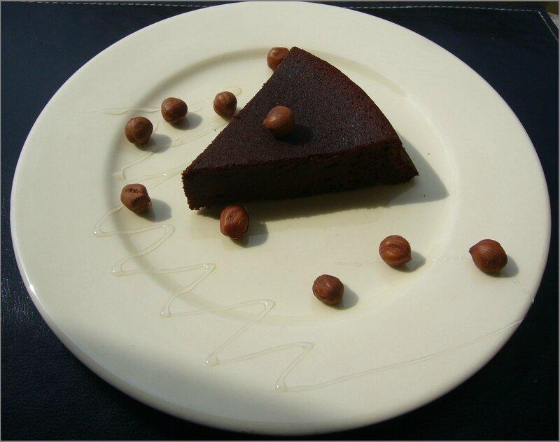 Gâteau moelleux aux noisettes et miel