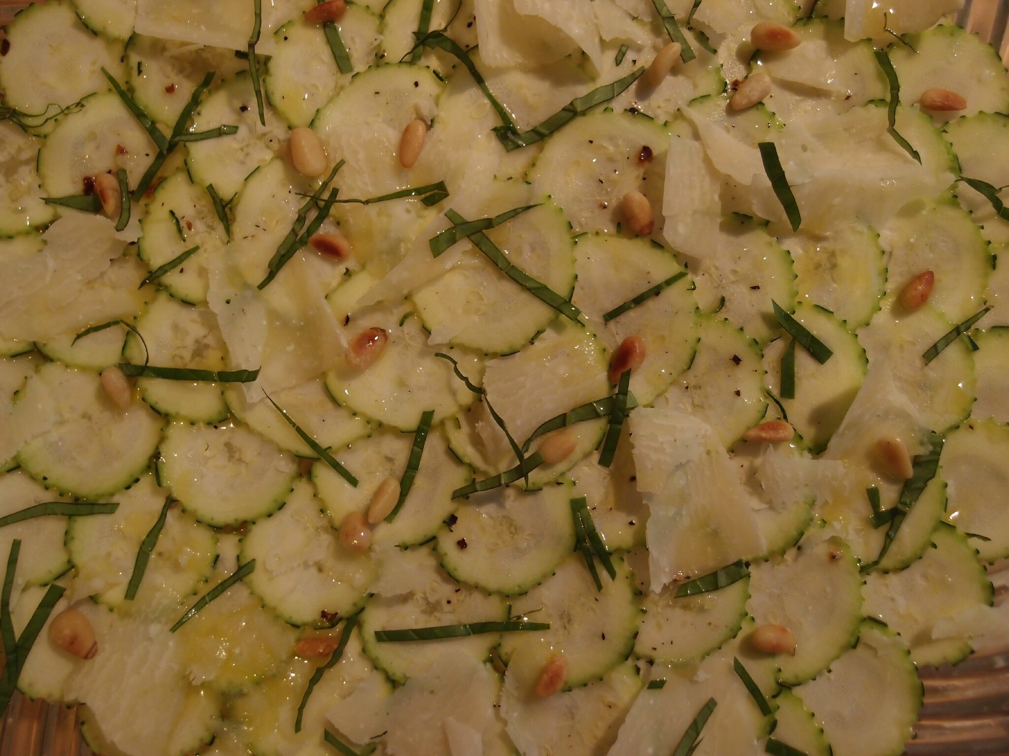 Carpaccio de courgettes pignons parmesan yza foodista for Entree vite faite simple