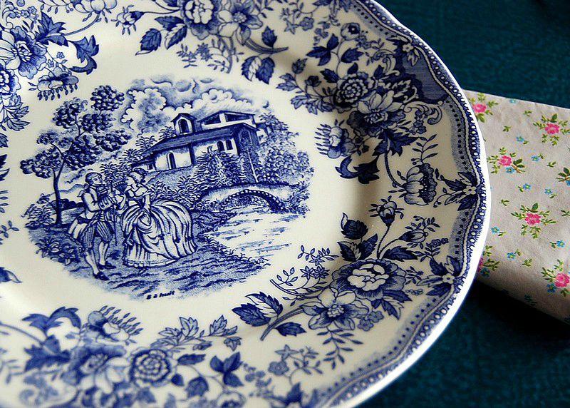 Un trio d 39 assiettes en fa ence italienne ces jolies - Service de table bleu ...