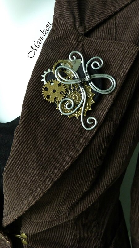 Broche Steampunk Triangle 03