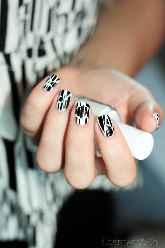 nail art graphique noir et blanc sandro-7