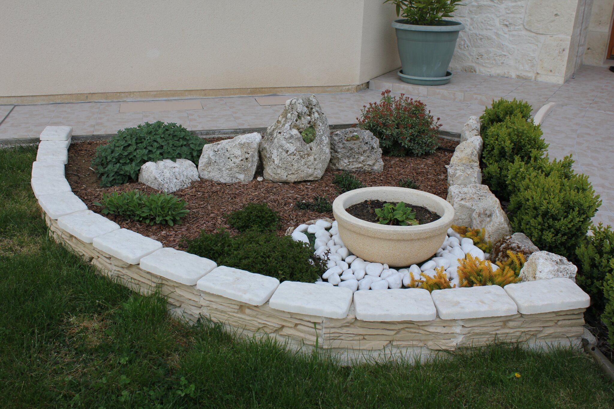 D coration du jardin pierre for Decoration parterre exterieur