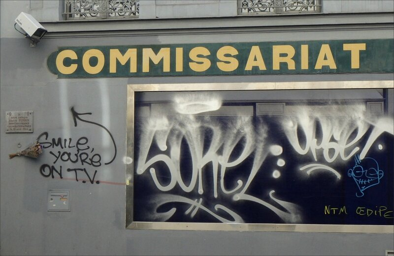 Paris Belleville graff smile commissariat 12 2015 28