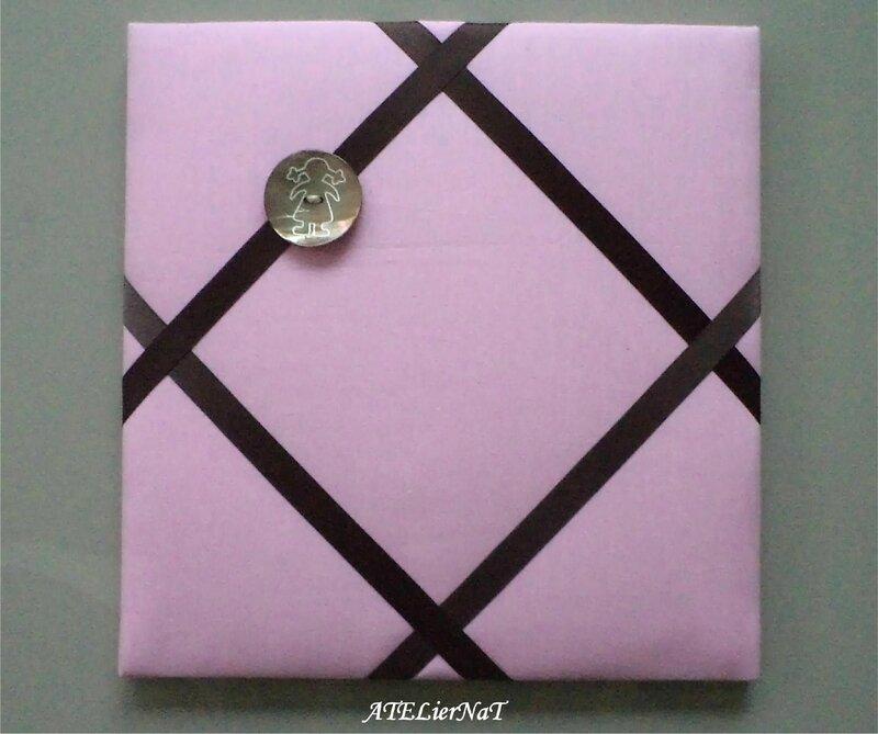 Cadre barrettes rose ruban marron bouton fille à couette