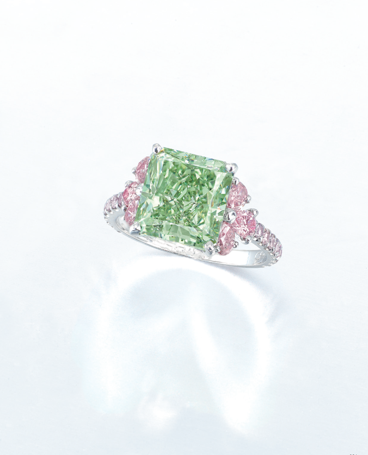 An exceptional coloured diamond ring, by Moussaieff