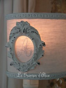 Abat jour blanc shabby moulure ornement monogramme decoration de charme 2