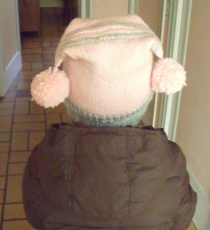 bonnet à 2 pompons dos