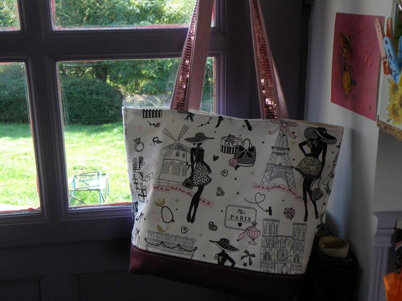 le sac parisienne avec diff rents morceaux de tissus les loisirs de barbamama. Black Bedroom Furniture Sets. Home Design Ideas