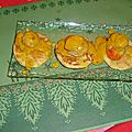 Mini-blinis aux st jacques, sauce safran-curry
