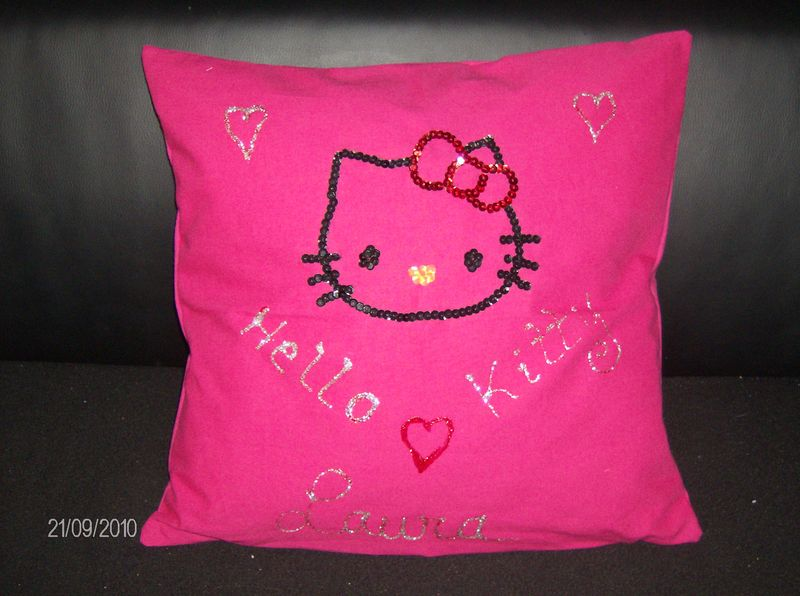 coussin hello kitty vickylouna creations. Black Bedroom Furniture Sets. Home Design Ideas