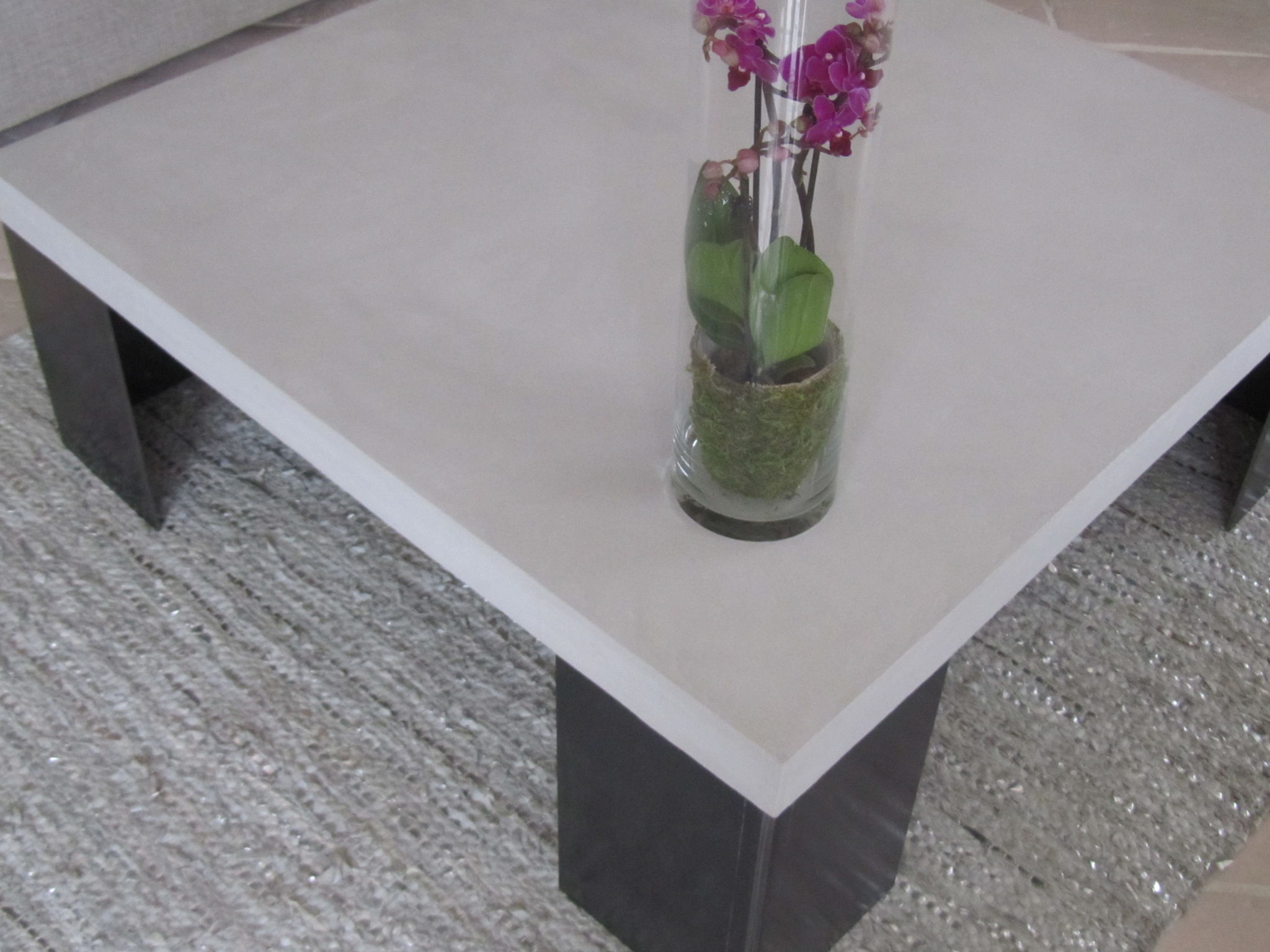 Table en beton cire pied acier photo de beton cire le mobilier catherine pendanx - Table en beton cire ...