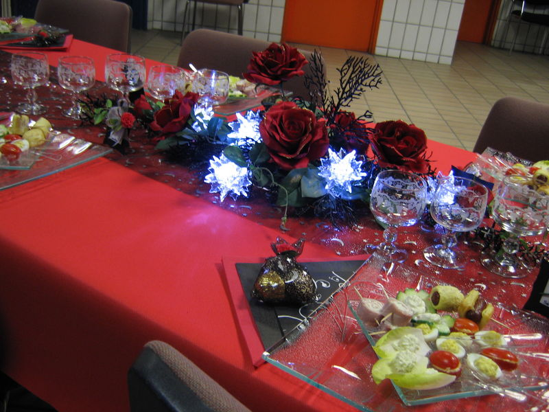 Table de no l rouge et noir les cr ations d co de marsouille - Table de noel rouge ...