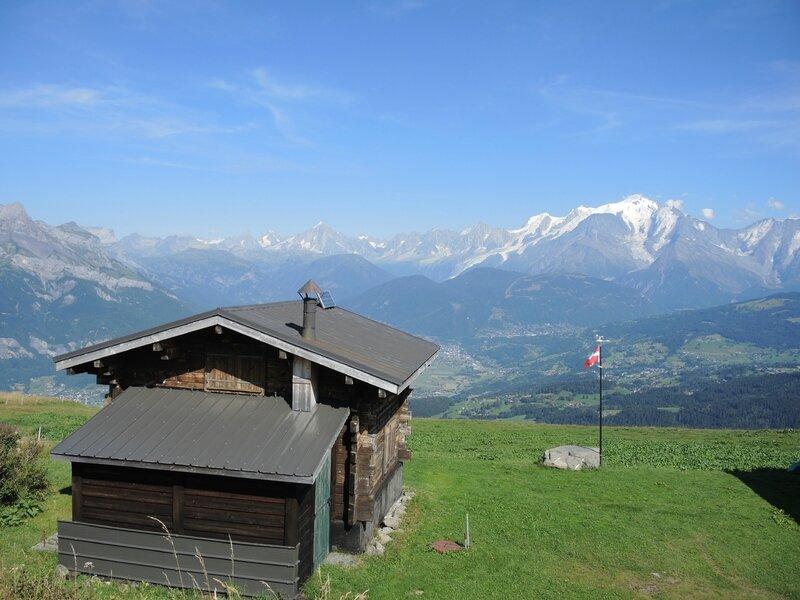 Cordon, randonnée belvédère, chalets des Bénés, chalet et massif du Mont Blanc (74)