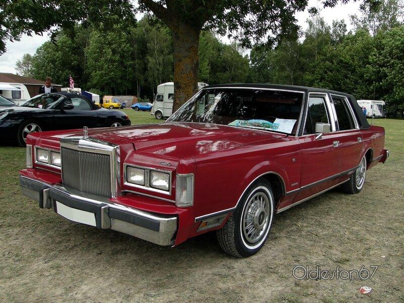 lincoln-town-car-1983-a