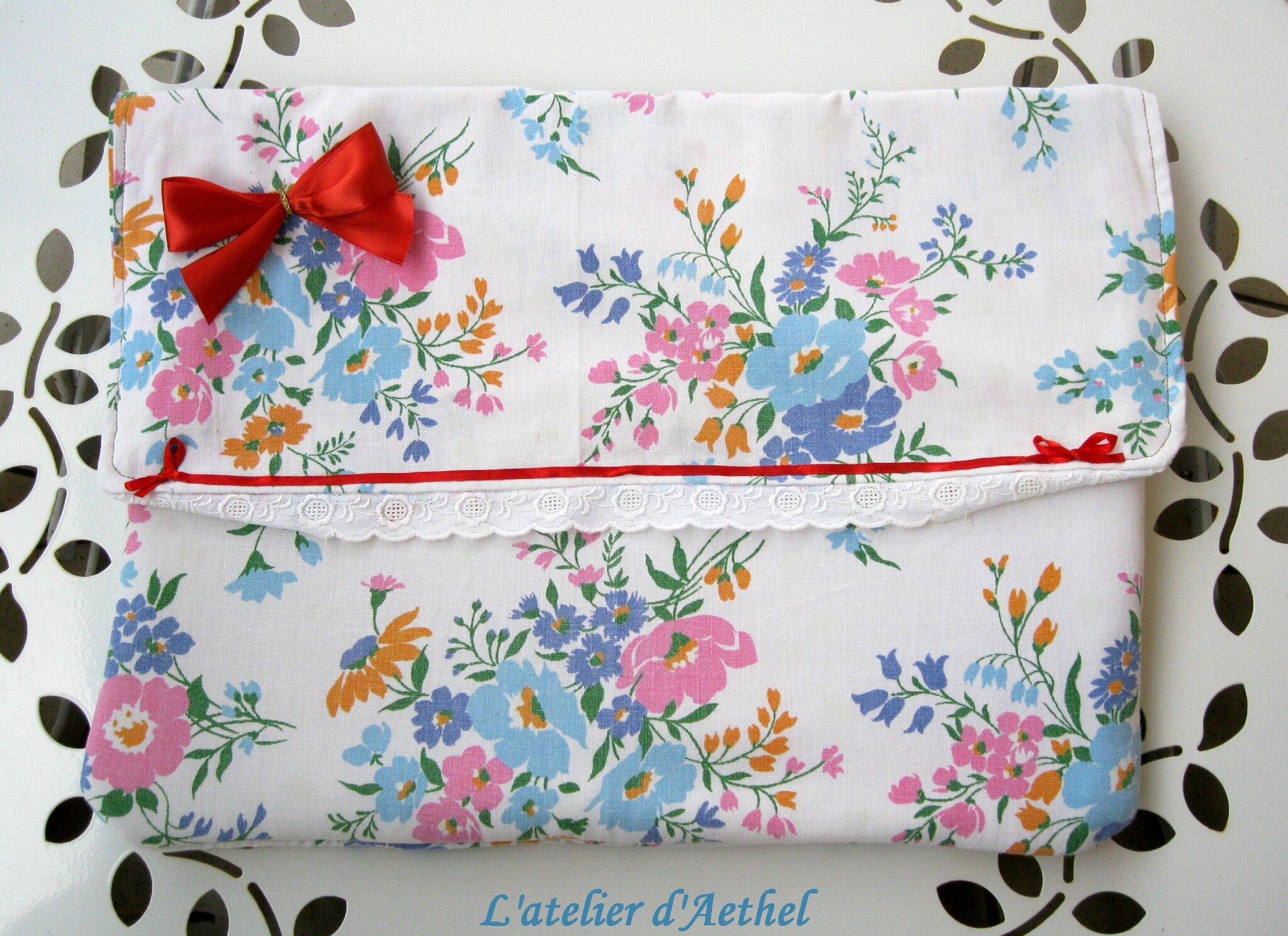 Housse fleurie pour ordinateur portable ou tablette