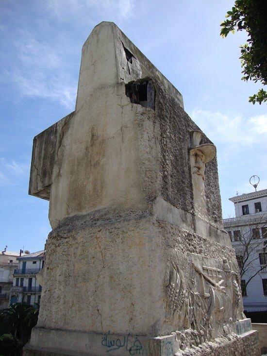 m3 monuments aux morts à Alger