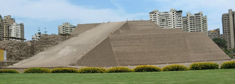 Huallamarca_Archaeological_site_-_pyramid