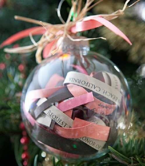boule-Noel-decorer-boule-transparente-bandes-papier-messages