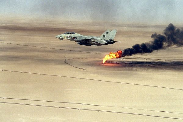 800px-F-14A_VF-114_over_burning_oil_field