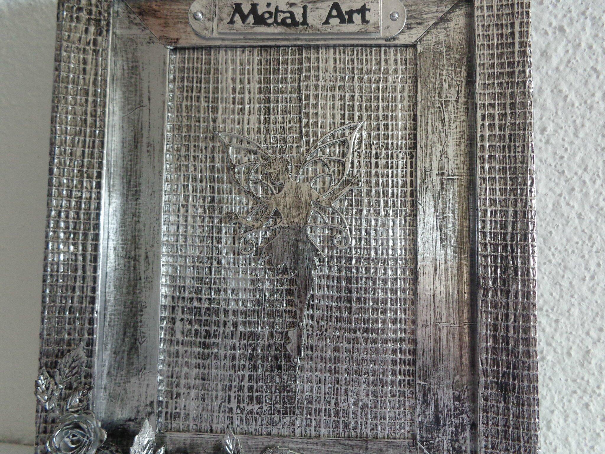 Cadre f e m tal art les cr ations d co de marsouille - Attache cadre autocollant ...