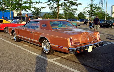 Lincoln_continental_mark_V_hardtop_coupe_de_1977__Rencard_du_Burger_King_juillet_2010__02