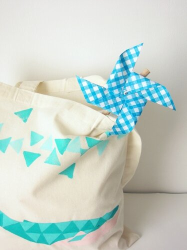 tote detail moulin