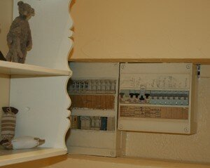 un rideau pour cacher le magnifique compteur anne au fil des jours. Black Bedroom Furniture Sets. Home Design Ideas