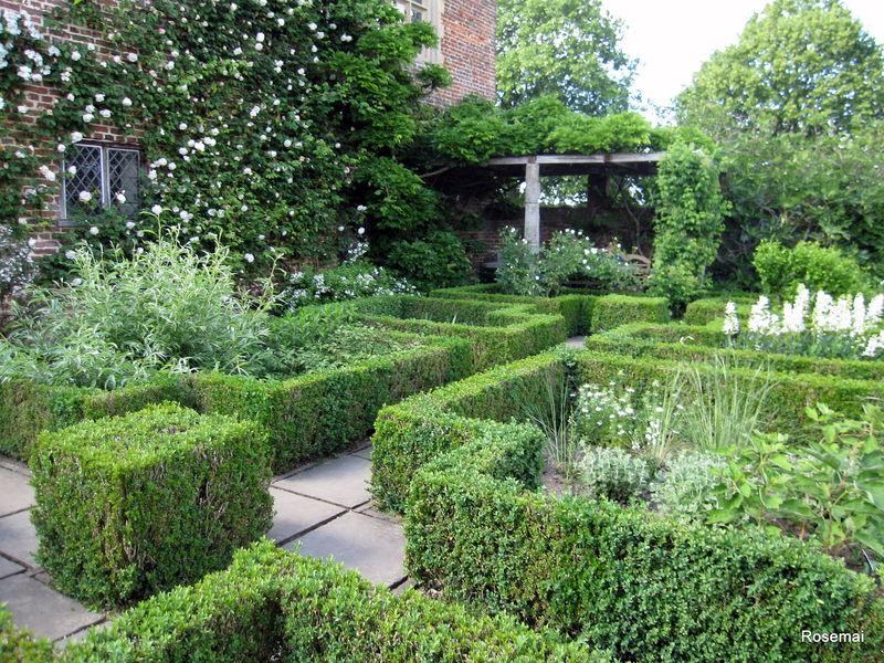 Le Jardin Blanc de Sissinghurst Castle