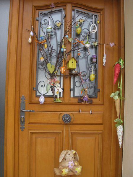 D coration porte de p ques les hobbies d 39 aur lie for Decorer sa porte d entree