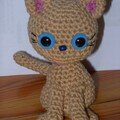 Amigurumi chat assis