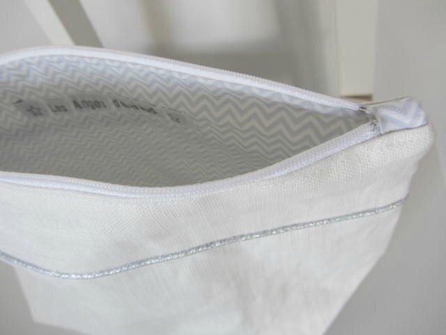trousse toilette lin blanc-chevrons bleus