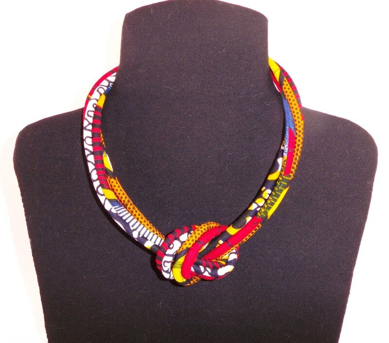 collier en tissu wax africain 4 rangs tons rouges avec. Black Bedroom Furniture Sets. Home Design Ideas