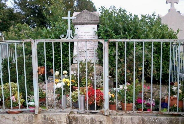 La tombe de Maitre Philippe nettoyée au kärcher...