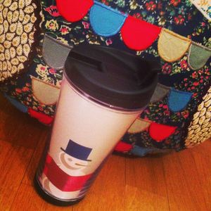 Cocooning__Starbucks___Urban_Outfitters