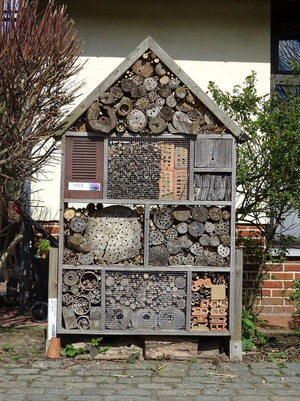 Hôtel à insectes pollinisateurs (© Martine Wauters)