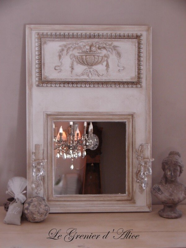 miroir trumeau applique ancienne pampilles d coration de charme photo de miroirs trumeaux. Black Bedroom Furniture Sets. Home Design Ideas