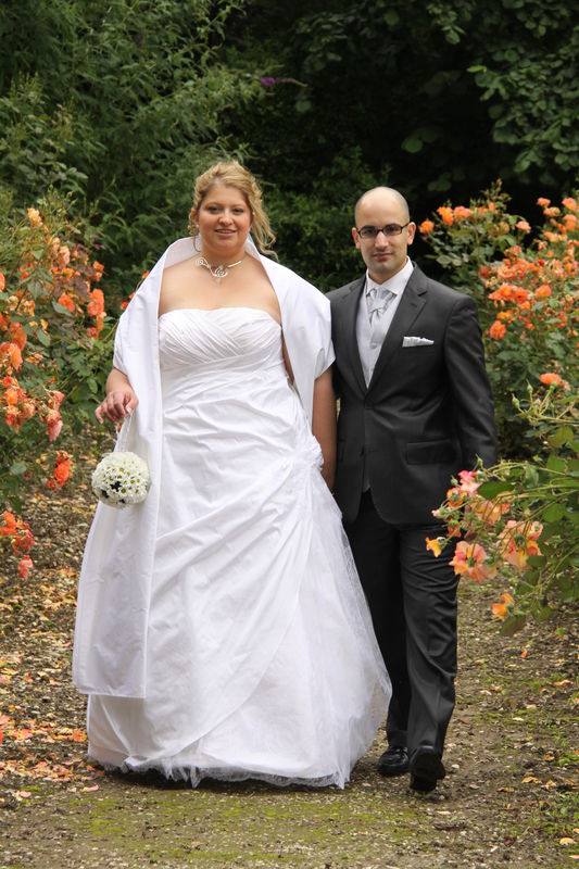 robe de mariée en doupion blanc drapé et dentelle chantilly étole ...