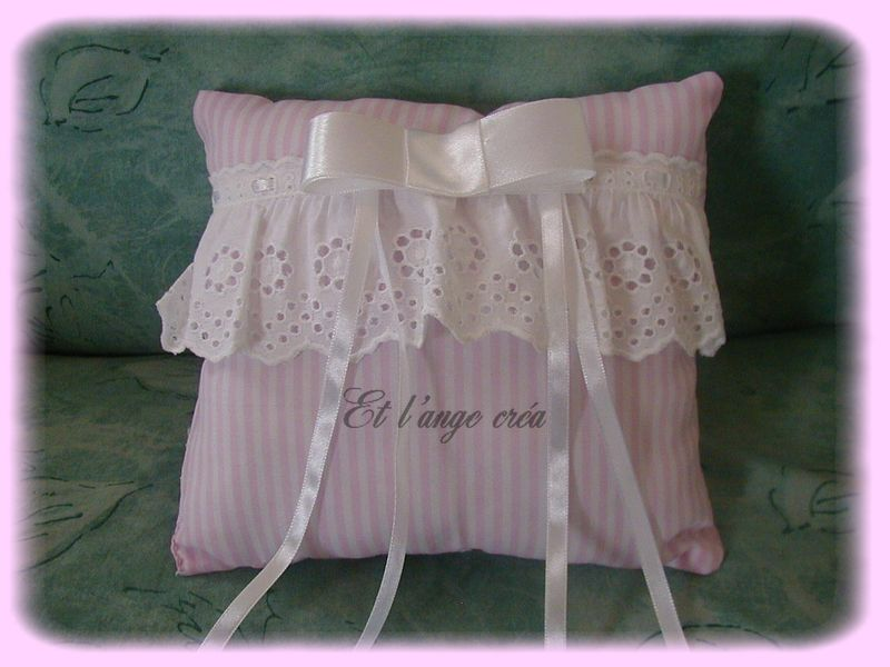 coussin rose photo de coussins d 39 alliances le blog de l 39 ange cr a. Black Bedroom Furniture Sets. Home Design Ideas
