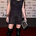 Evelyne dhéliat, la robe est un peu transparente...