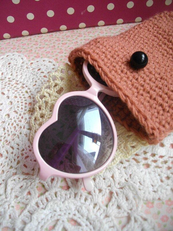lunettes-coeur-rose-vintage-étui-diy-laine-vieux-rose-crochet