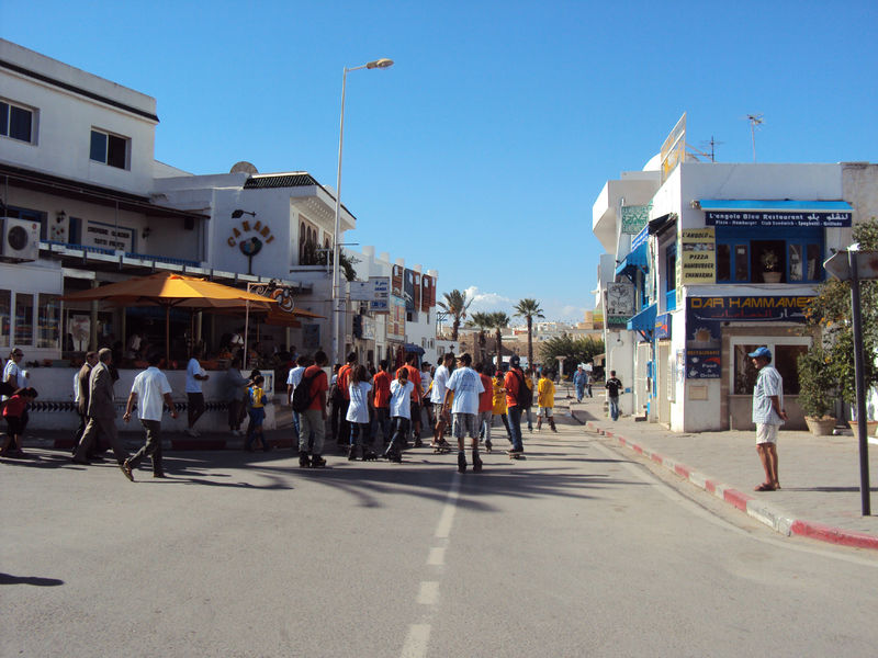 Dimanche hammamet avait r serv son centre ville aux for Piscine demontable tunisie