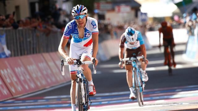 le-coureur-francais-de-la-fdj-thibaut-pinot-a-l-arrivee-de-la-18e-etape-du-tour-d-italie-le-25-mai-2017-a-ortisei_5886383