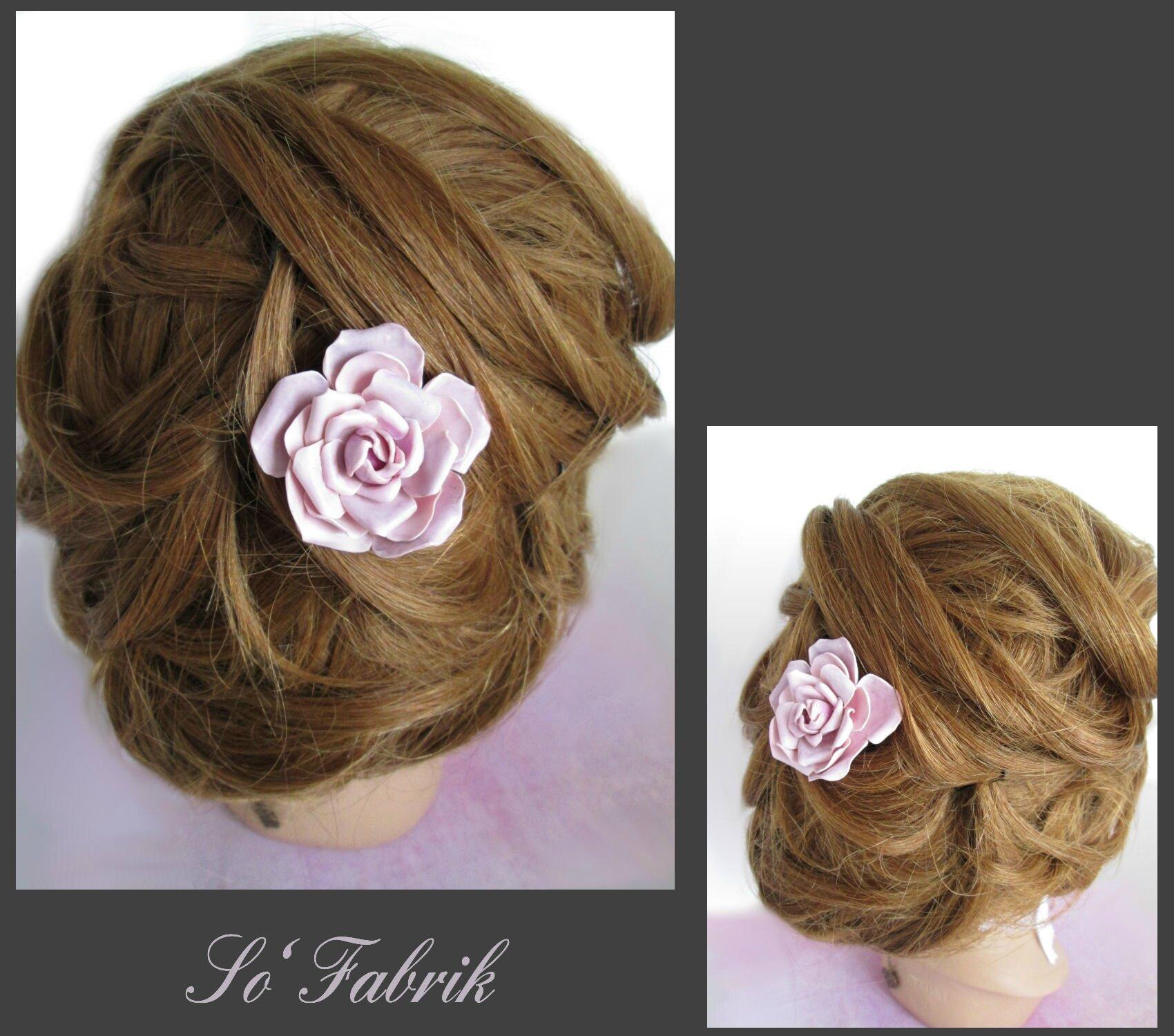 Rose dentelle le grand pic à cheveux porté