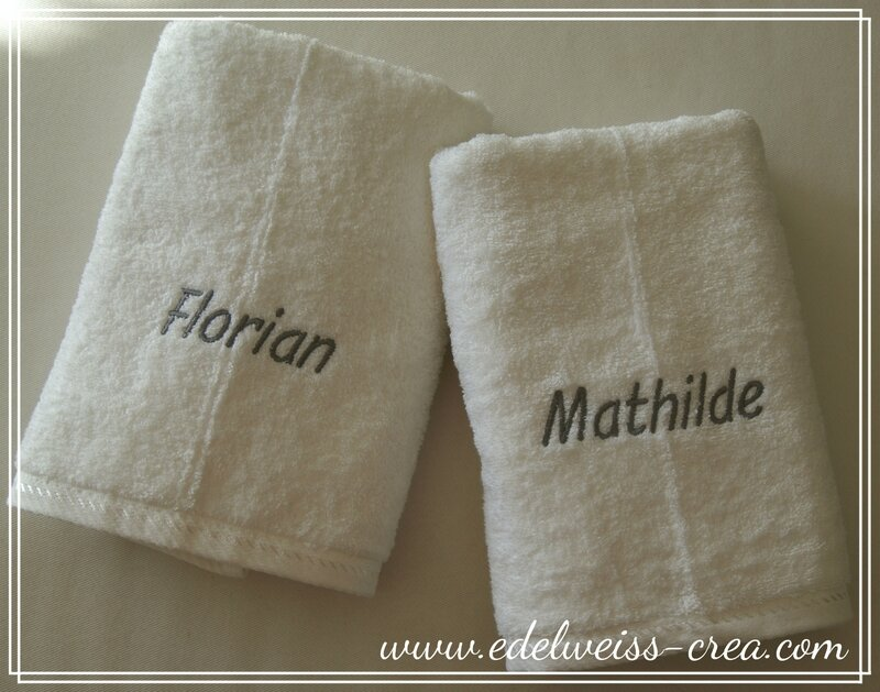 Cadeau de mariage - Duo de serviettes de toilette brodées prénom des mariés