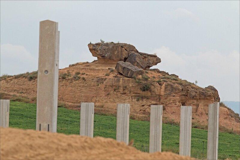 Haut Aragon juin 2017 J3 Monegros 14 poteaux roches erosion
