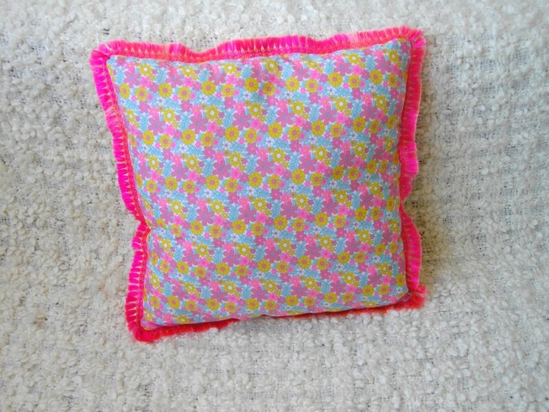 coussin-fleuri-rose-couture-sewing-diy-tuto-canapé-plaid-ikéa