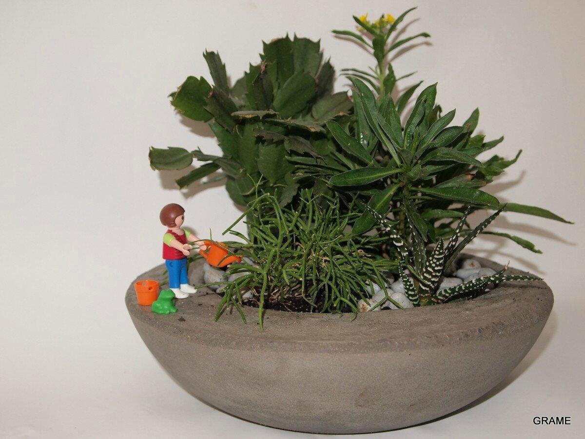 une coupe en ciment pour un petit jardin d 39 int rieur grame. Black Bedroom Furniture Sets. Home Design Ideas