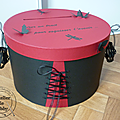 urne boite à chapeau papillons noir et rouge