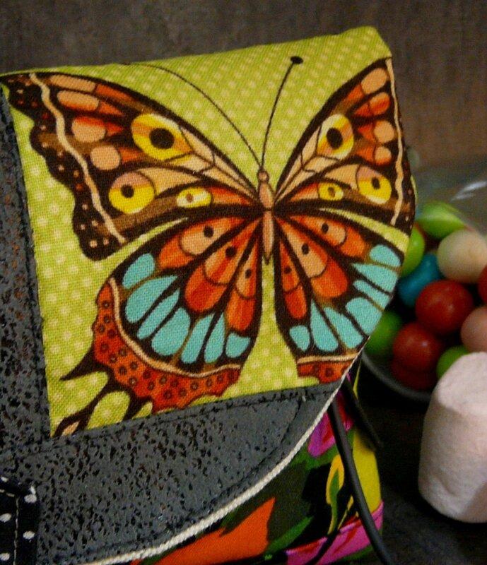 nature_arrondie_pochette_femme_papillon (3)