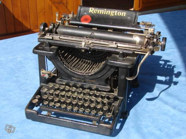 Ancienne_machine_a_ecrire_Remington565